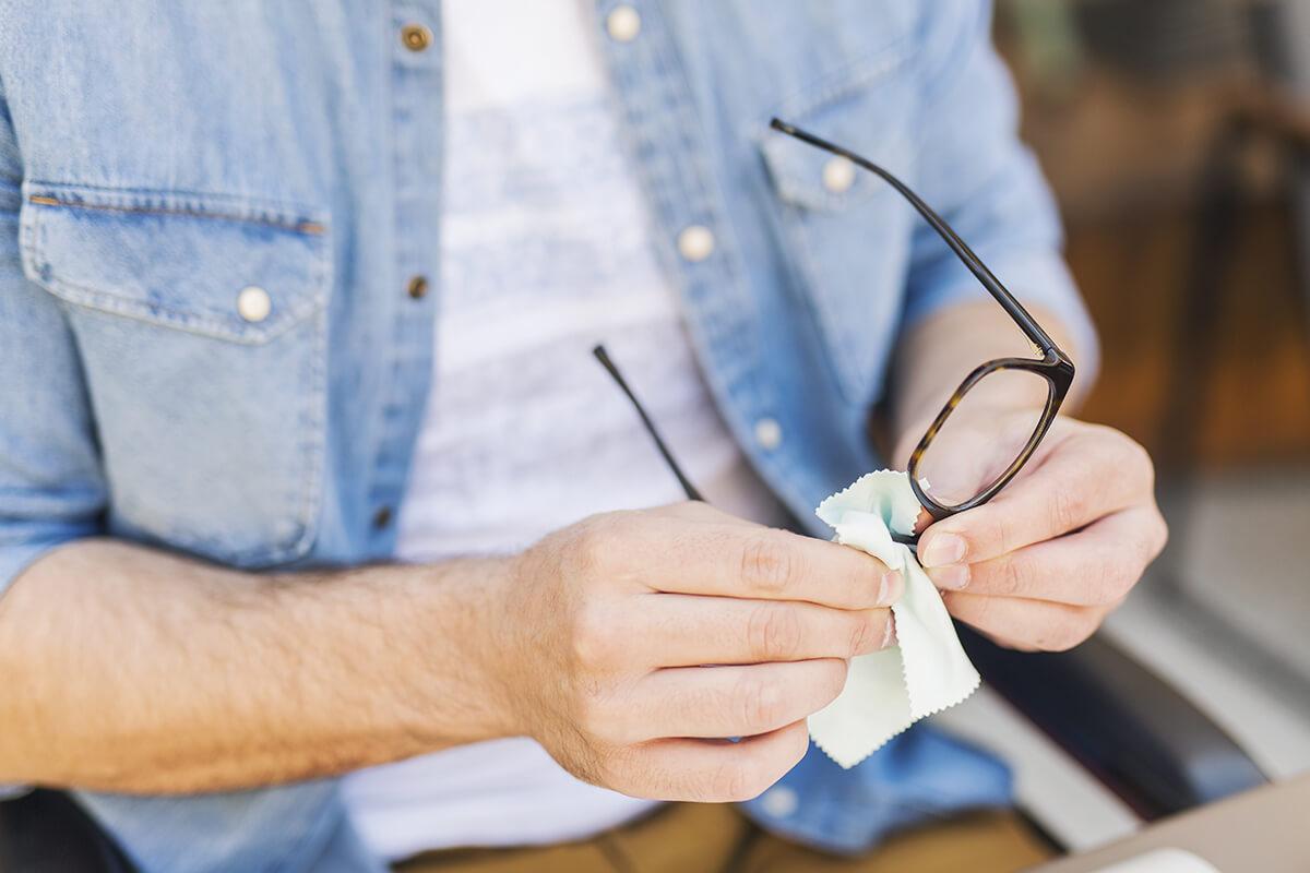 Voller Durchblick: wie reinige ich meine Brille richtig?