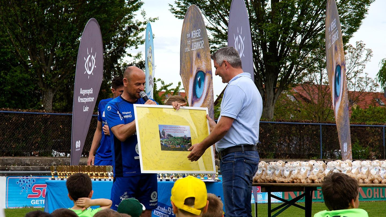 Mobiler Sehtest für die kleinen Fußballer der Fußballschule Renchtal